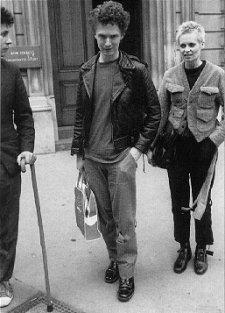 Jamie Reid, Malcolm Edwards/McLaren und Vivienne Westwood verlassen das Bow Street Magistrates' Gericht folgend auf ihren Jubilee-Night Arrest